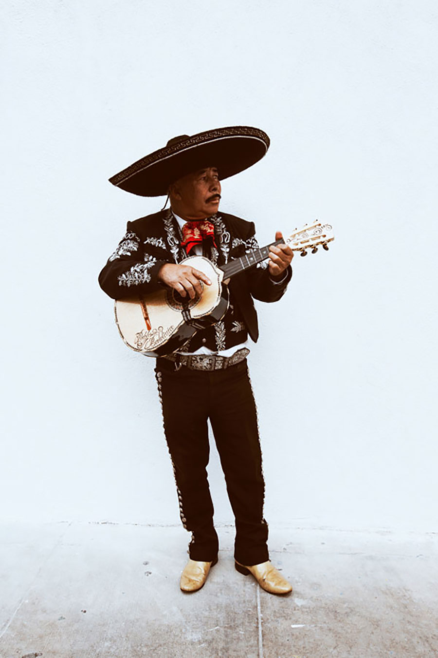 christaan felber, giant artists, mariachi